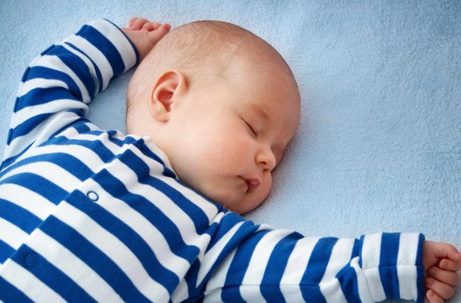 Finalmente um artigo que explica 100% como funciona o sono de seu bebê