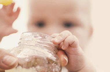 Se você oferece papinhas industrializadas ao bebê, precisa saber disso
